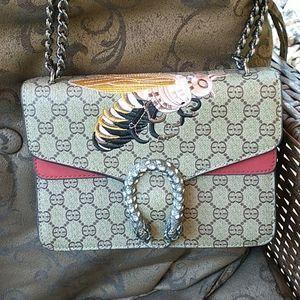 NWOT Gorgeous Covetable Handbag / Crossbody